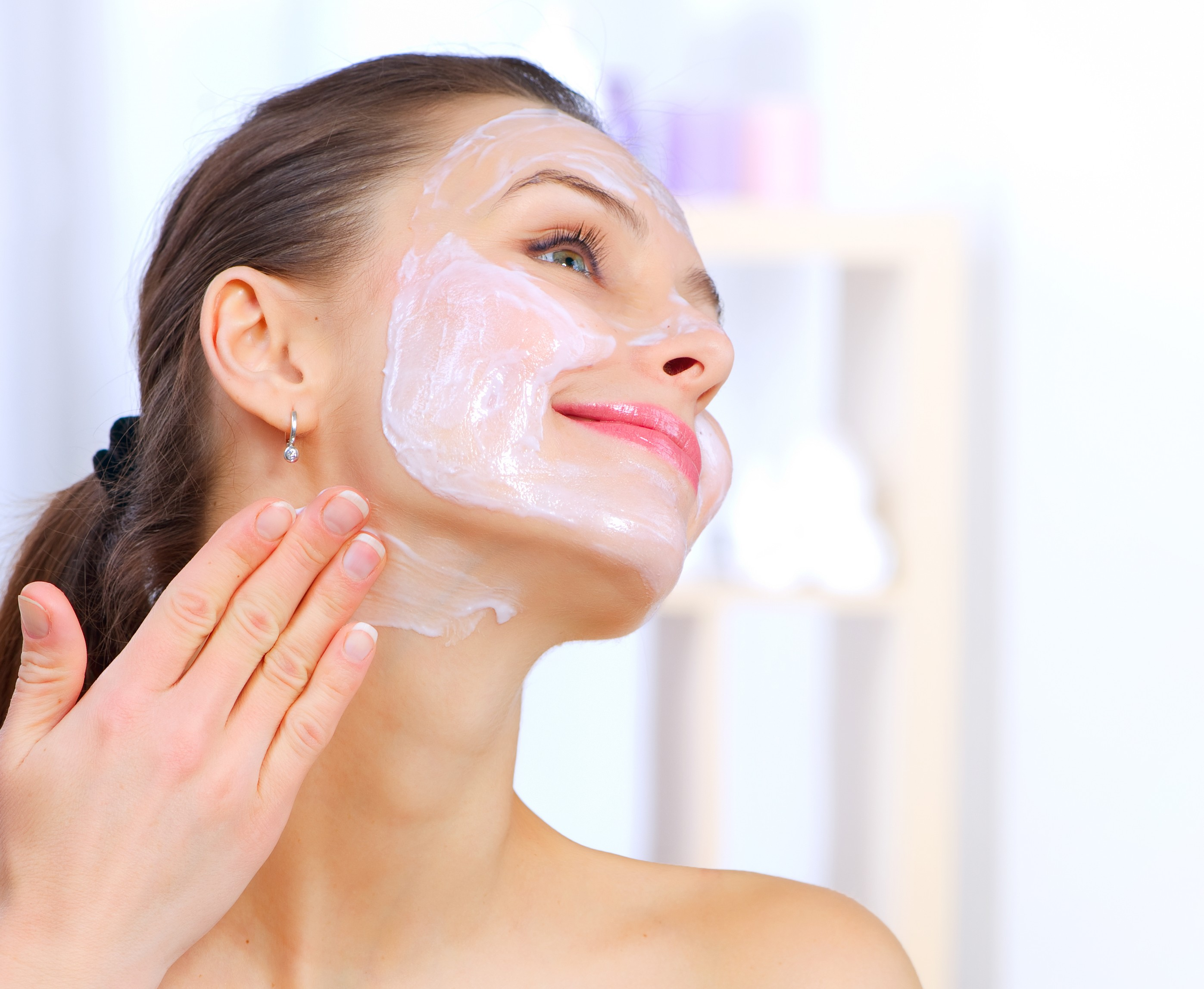 photodune-1898649-beautiful-woman-applying-natural-homemade-facial-mask-l-e1393024482488