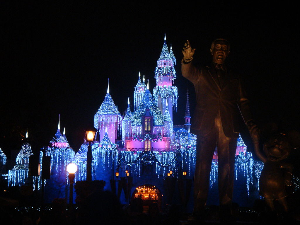 1024px-Disneyland_Sleeping_Beauty_Winter_Castle