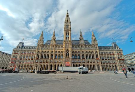 Vienna_Rathaus_(HDR)_(8371699233)