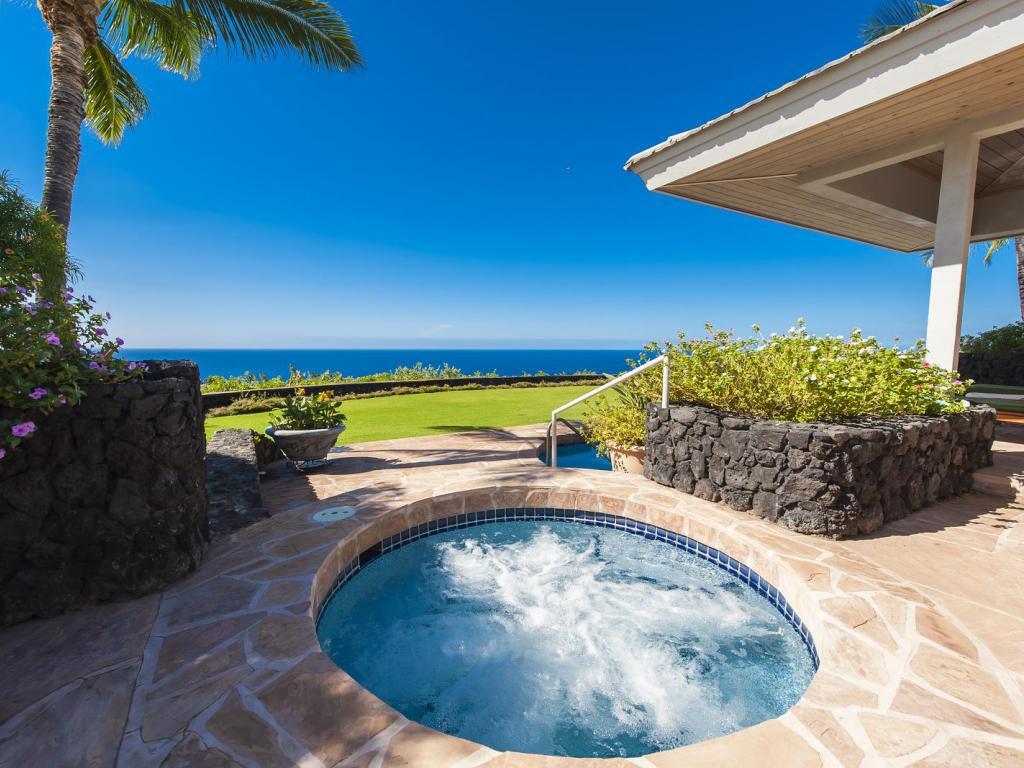 1024x768_beautiful_contemporary_home_and_jacuzzi_hot_tub_kauai_hawaii-1532260