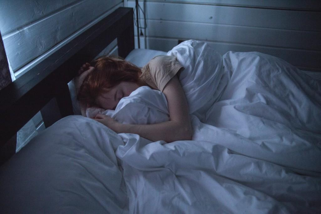 woman-sleeping-935777